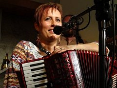 Markéta Rýdlová z kapely Isara.