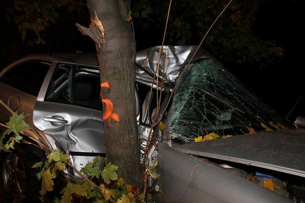 Tragická nehoda u Bělé pod Bezdězem. Zemřeli zde dva lidé.