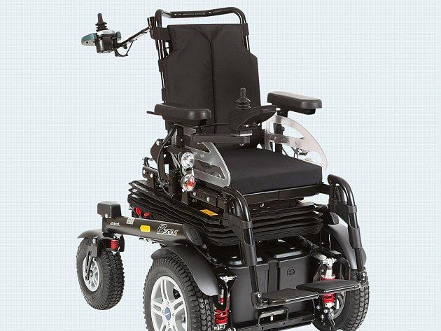 Podobný elektrický vozík by Pepa Procházka, který se zotavuje po těžké autonehodě, potřeboval. Přispět mu můžete i vy.