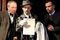 Vyšetřováním případu vraždy je pověřen zmatkář Slack (Aleš Petráš).