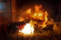 Ranní požár vozidla v obci Nepřevážka u Mladé Boleslavi.