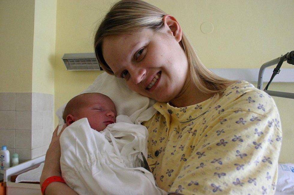 Domů do Benátek nad Jizerou si Lucie a Petr Němcovi z porodnice odvezou dceru Stellinku (23. března, 3,9 kg a 52 cm).