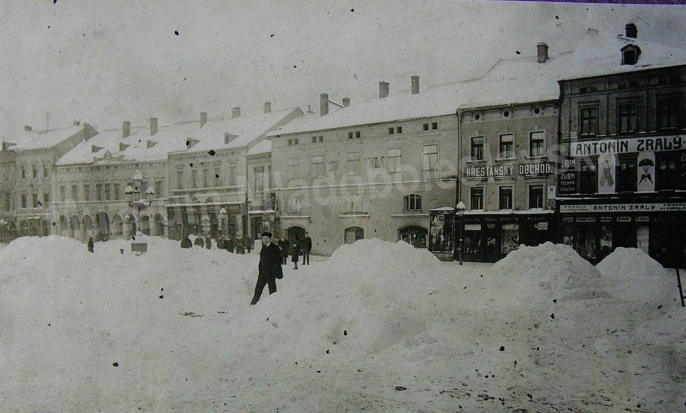 Staroměstské náměstí v Mladé Boleslavi v roce 1917.