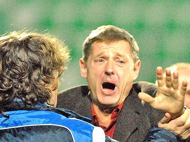 """""""Cože? Pokuta třicet tisíc?"""" Jakoby se trenér Ščasný zlobil na rozhodnutí disciplinární komise."""