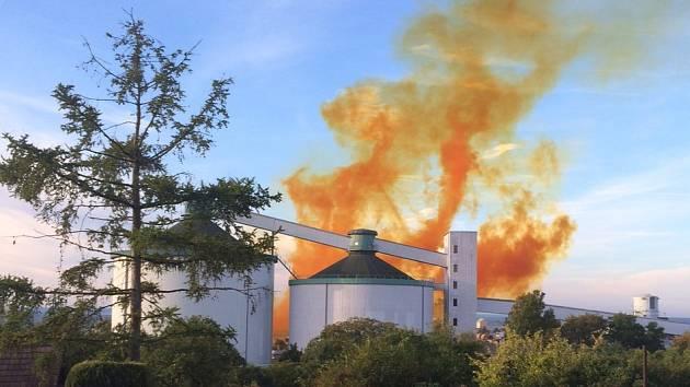 Výbuch v areálu dobrovického cukrovaru zachytil Karel Balej
