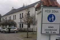 Parkování na pěší zóně v Jaselské