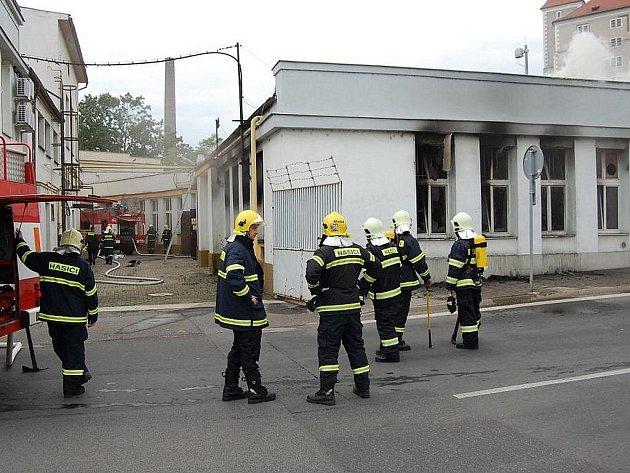 Akuma v Mladé Boleslavi byla v pondělí znovu v plamenech.