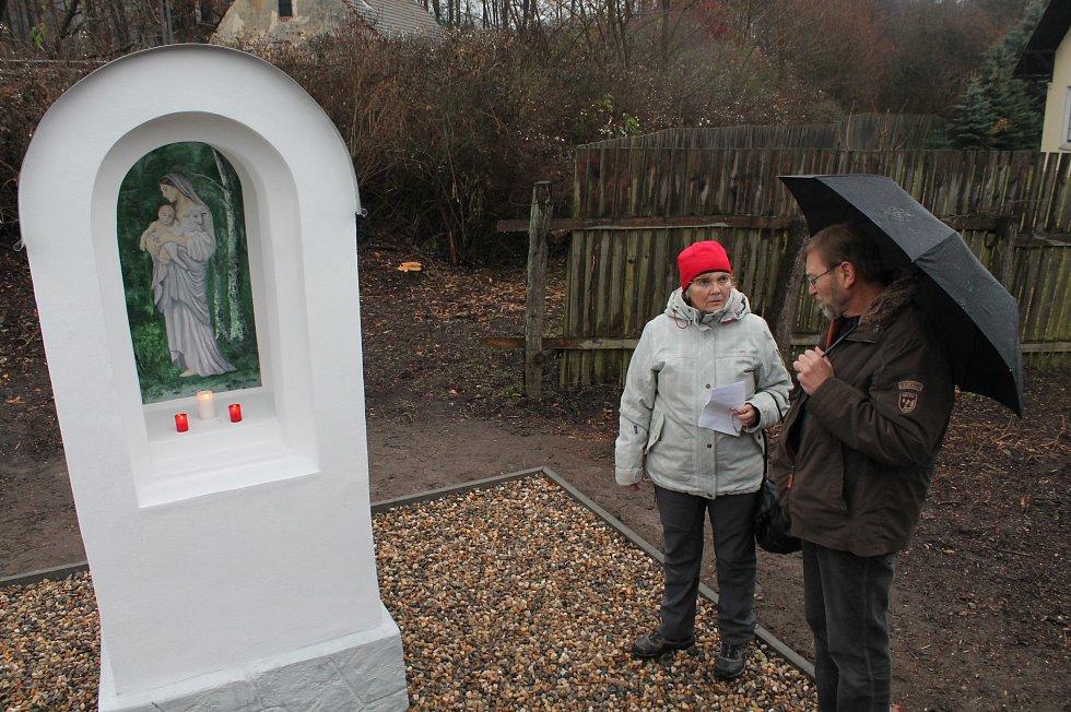 Ve Velkém Rečkově vysvětili kapličku, kterou ochranáři našli jen náhodou. Byla totiž zarostlá v křoví
