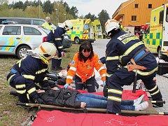 V novém sportovním areálu Vrchbělá v Bělé pod Bezdězem trénovali hasiči a záchranáři evakuaci z hotelu