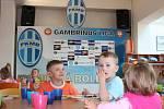 Děti mají školku na stadionu