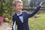 Jirka a Kačenka jdou poprvé do školy.