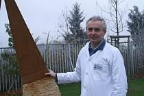 Stanislav Najman, ředitel kliniky Dr. Pírka u jedné z instalovaných soch