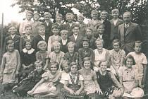 4. třída ve školním roce 1938/1939 složená z dětí převážně narozených v roce 1929. V tu dobu byla škola ještě pětitřídní.