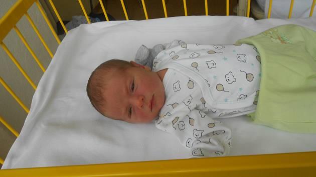 MATĚJ Hůlka se narodil 30. dubna, vážil 3,63 kilogramů a měřil 51 centimetrů. Rodiče Marie a tatínek Radek si ho odvezou domů do Semčic, kde už na něj čeká bráška Filip.