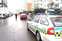 STRÁŽNÍCI zastavili opilého řidiče, který se je snažil podplatit. Dokonce jim peníze vhodil na sedačku služebního vozu.