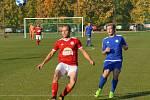 I. A třída: Dolní Bousov - Záryby, domácí Stejskal jistí míč před Schützem.