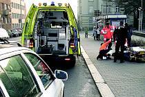 Zraněný opilec zaměstnal strážce pořádku i zdravotníky.