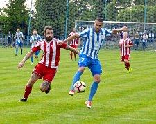 Důležitou domácí výhru dobrovických fotbalistů režíroval autor dvou branek Marek Volf (vpravo).