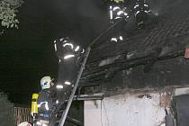 Požár rodinného domku v Dolním Bousově.