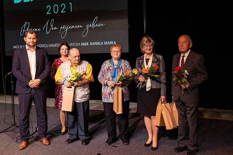 Den seniorů ve velkém sále Domu kultury v Mladé Boleslavi.