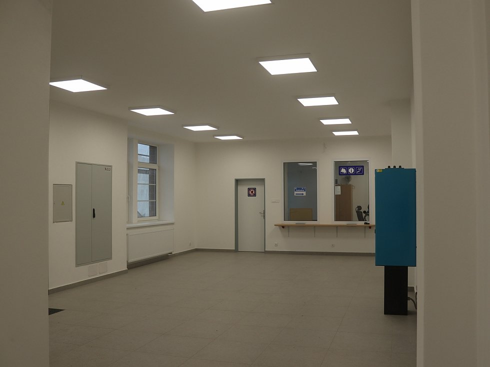 Rekonstrukce nádraží v Mnichově Hradišti. Vnitřní prostory už jsou otevřené.