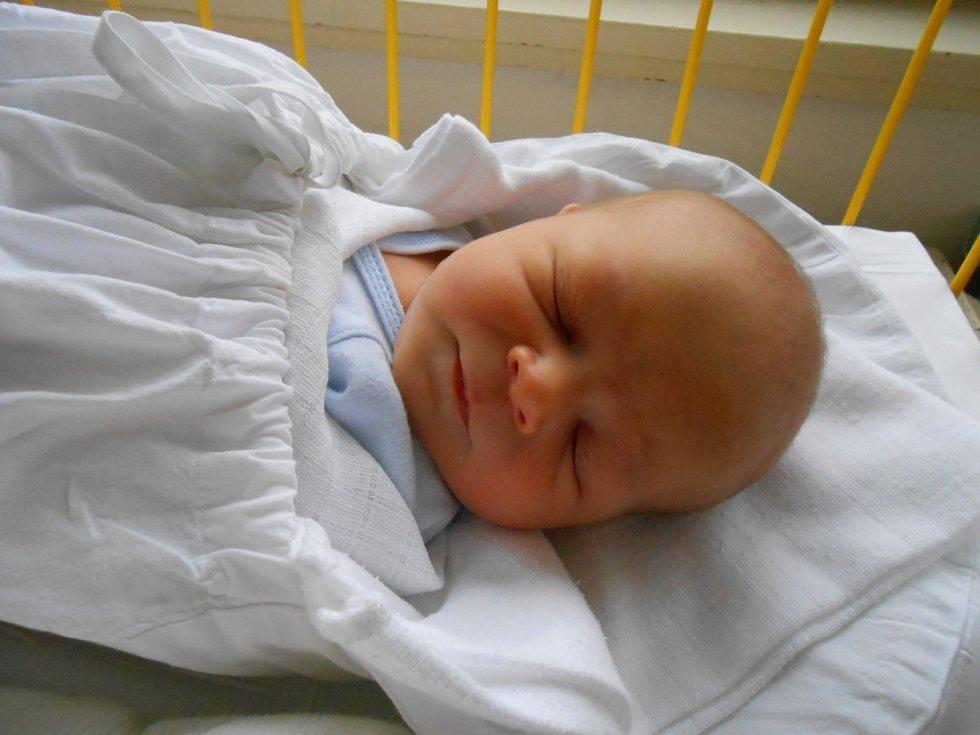RICHARD Lán se narodil 18. ledna, vážil 3,65 kilogramů a měřil rovných 50 centimetrů. Maminka Markéta a tatínek Lubomír si ho odvezou domů do Podlázek, kde už se na něj těší bráškové Ondřej a Marek.