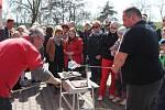 Vernisáž výstavy Zrozeno v ohni zahájil Tomáš Krejčíř společně se Stanislavem Najmanem, Jaroslavem Brabcem a Olgou Menzlovou.