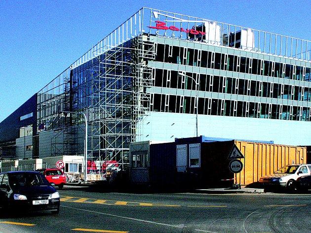 Práce na Bondy centru v současnosti finišují.