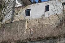 ADRENALINOVÝ ZÁSAH mají za sebou mladoboleslavští strážníci. Za toxikomanem museli až na střechu.