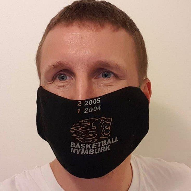 """LADISLAV SOKOLOVSKÝ, sportovní ředitel Basketball Nymburk: """"Moje rouška chrání tebe, tvoje rouška chrání mě. Rouška se dá udělat ze všeho možného. Třeba z našeho mistrovského trička."""""""