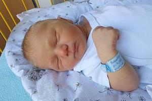 Sebastian Toman, Semčice. Narodil se 22. září, vážil 3,76 kg a měřil 53 cm. Maminka Kristýna a tatínek Martin.