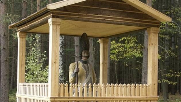 Jedna z postav granátníků ve Valdštejně