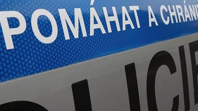 Neznámý vandal poškodil v Radešínské Svratce autojeřáb a domíchávač