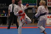 Kateřina Koubová (vlevo) vybojovala zlato mezi juniorkami.