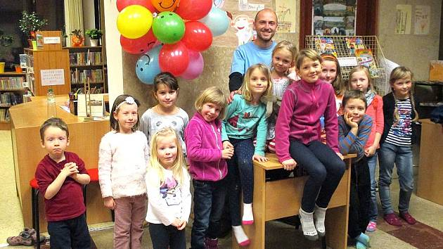 Dětem v mnichovohradišťské knihovně četl tatínek