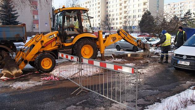 Havárie vody v ulici 17. listopadu v Mladé Boleslavi.
