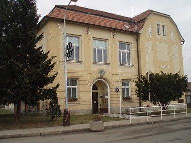Škola v Luštěnicích dostala grant na rekonstrukci.