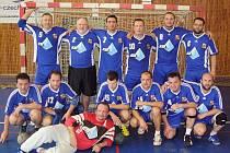 Házenkářská stará garda se radovala v Lounech z prvenství v turnaji.
