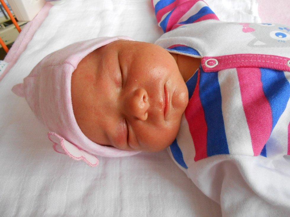 Terezka Ňorbová se narodila 13. dubna, vážila 3,1 kg a měřila 48 cm. S maminkou Pavlínou a tatínkem Václavem bude bydlet v Mladé Boleslavi, kde už se na ni těší sourozenci Vendulka a Přemek.