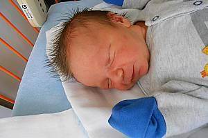 Eda Peták se narodil 12. srpna, vážil 4,04 kg a měřil 54 cm. S maminkou Terezou bude bydlet v Mladé Boleslavi, kde už se na něho těší bráškové Kuba a Pepa.
