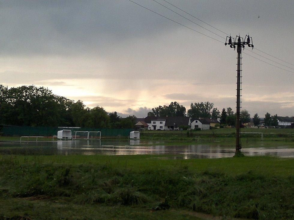 Voda zatopila Židněves 2013