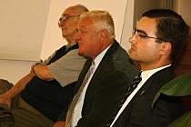 O srpnové okupaci hovořili (zleva) historik Karel Herčík, fotograf František Staněk a historik Jiří Filip.