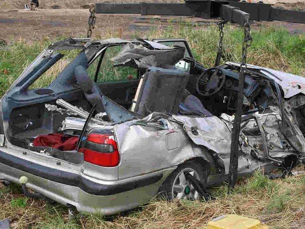 Řidič při nehodě utrpěl naštěstí jen lehká zranění.