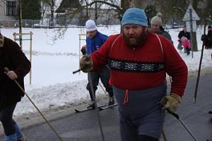 Druhý ročník recesistického běhu na lyžích mezi Lhoticemi a Bosní.