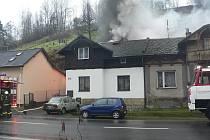 Oheň v Bělé pod Bezdězem
