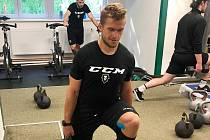 Hokejista Jakub Strnad během tréninku v Mladé Boleslavi