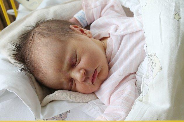 Ester Benešová se narodila 13. srpna s mírami 3,12 kg a 50 cm. S maminkou Lucií a tatínkem Liborem budou bydlet v Benátkách nad Jizerou, kde na ni už čeká bráška Matyáš.