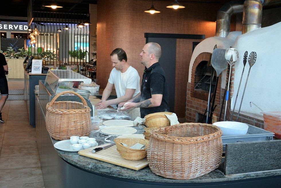 Lidé mohou od začátku týdne v klidu poobědvat nebo povečeřet i ve vnitřních prostorách restaurací.