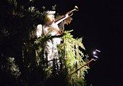 Vánoční stromek v Bakově rozsvítil vznášející se anděl.