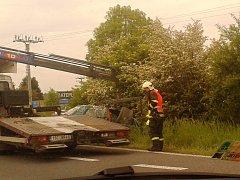 Řidička skončila i s vozidlem v příkopu.